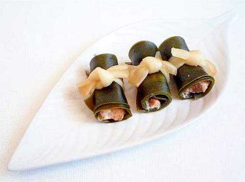 おせち料理 鮭の昆布巻き
