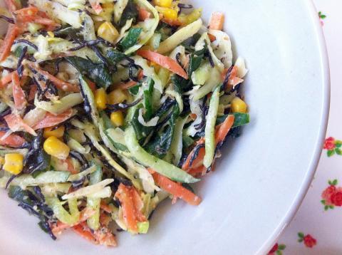☆給食メニュー♪野菜と海藻のごまマヨ風味サラダ☆