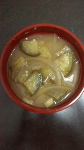 茄子と玉ねぎのお味噌汁