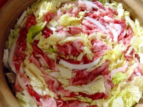 「豚肉と白菜のミルフィーユ鍋水菜入り」