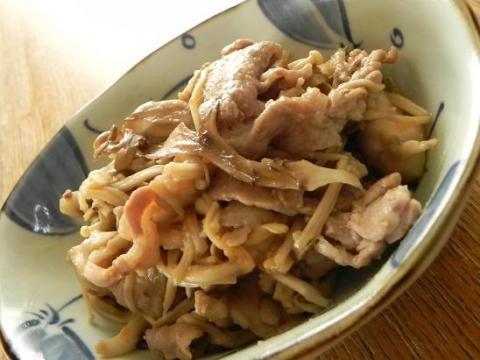 たっぷりきのこと豚肉のにんにくみそマヨ炒め