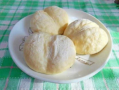 生クリーム白パン