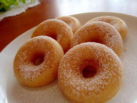 簡単!お店の味♪冷めてもしっとり♡焼きドーナツ