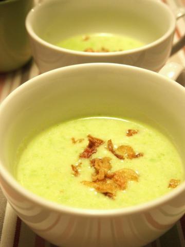 とっても便利な グリンピースペーストの簡単スープ