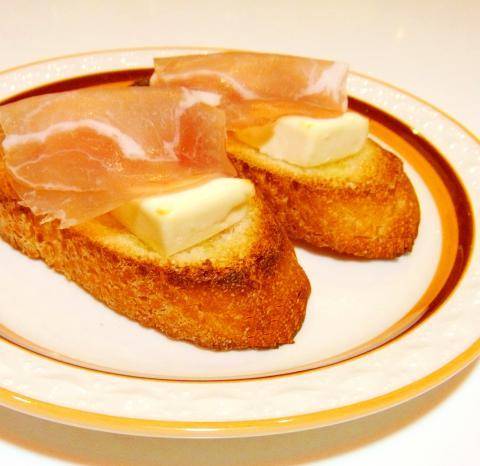生ハムとクリームチーズのブルスケッタ
