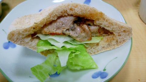 【鶏むね肉】ケバブ風ピタパンサンド