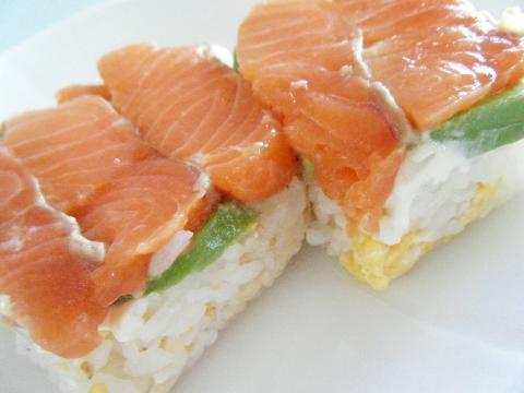 サーモンとアボカドの押し寿司