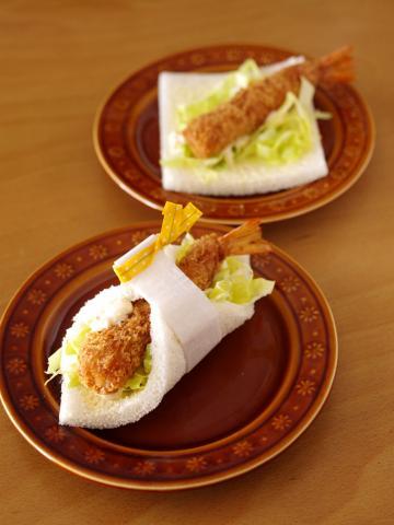 タルタルエビフライと春キャベツのサンドシナイッチ