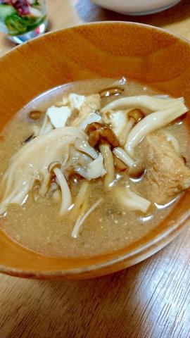 秋の味覚★キノコがいっぱいのお味噌汁